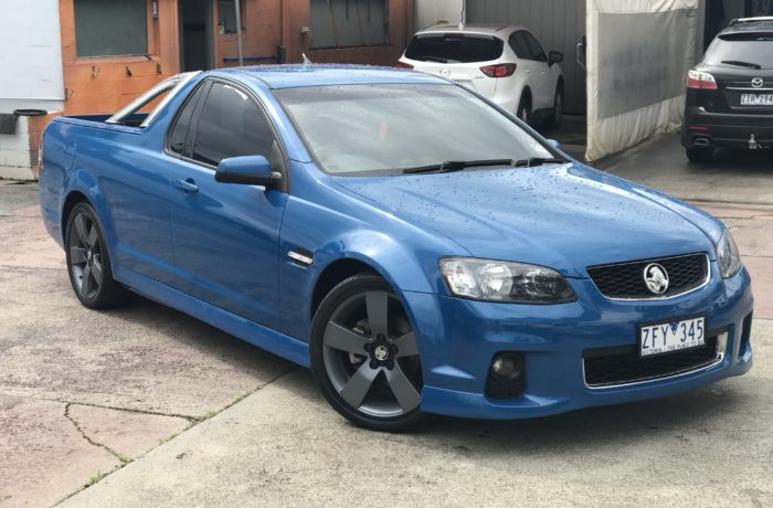 2012 VE II SV6 Thunder ute, 6speed manual, rollbar, '19' alloy wheels finished in perfect blue immaculate inside and out
